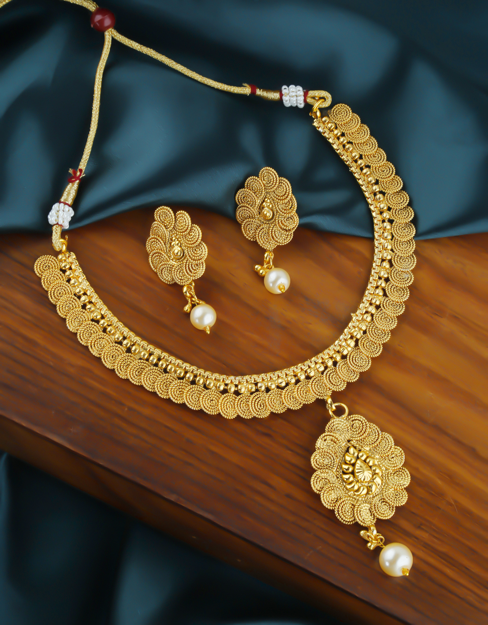 Simple Gold Finish Traditional Necklace For Women