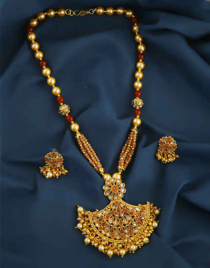 Beautiful Gold Finish Orange Colour Motu Pendant Set