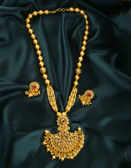 Gold Finish Floral Design Stunning Pendant Set For Women