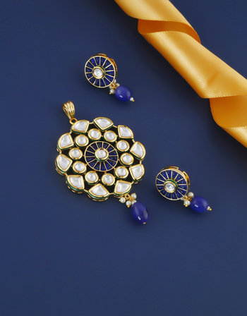 Blue Colour Gold Finish Stylish Wedding Kundan Pendant Set