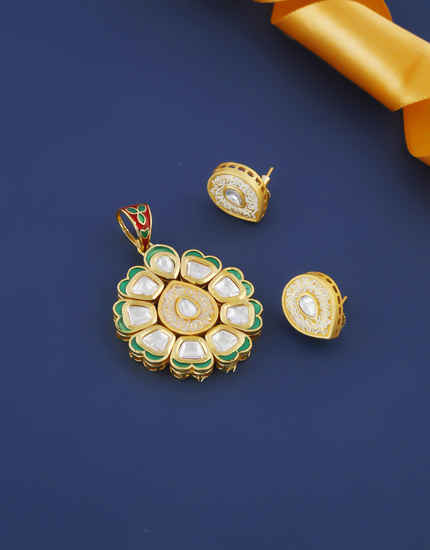 Designer Green Colour Gold Finish Kundan Pendant Set