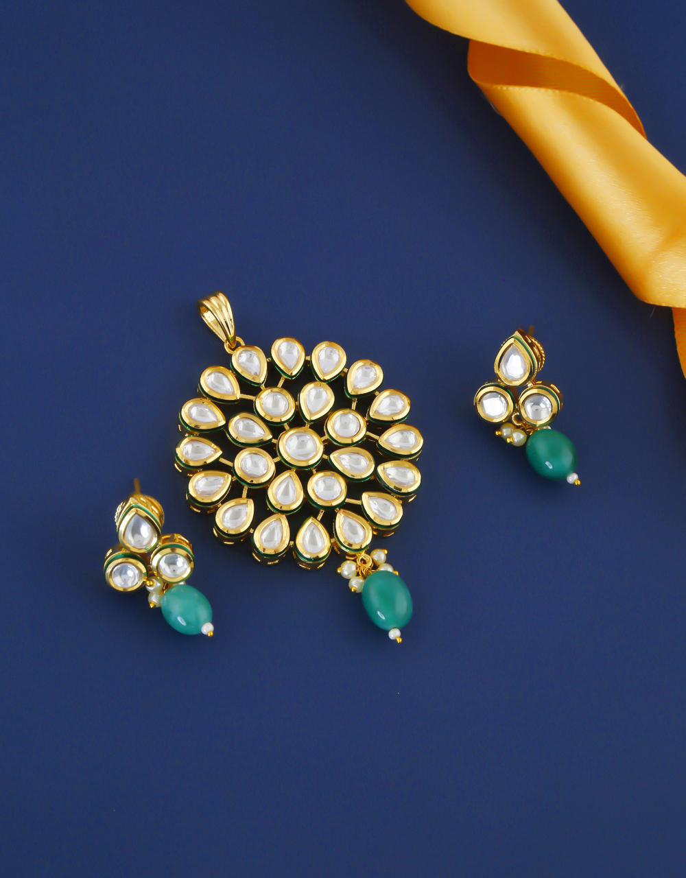 Very Classy Gold Finish Kundan Pendant Set For Women