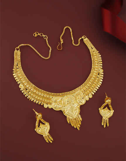 Fashionable Gold Finish Floral Design Necklace For Women Wear