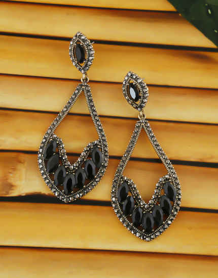 Black Colour Gold Finish Earings For Fancy Western Wear Earrings