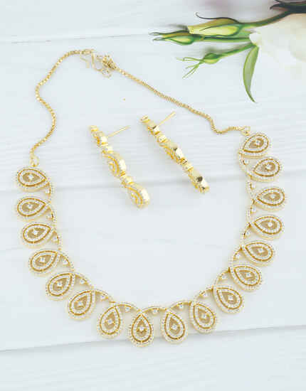 Gold Finish American Diamond Stunning Necklace For Girls