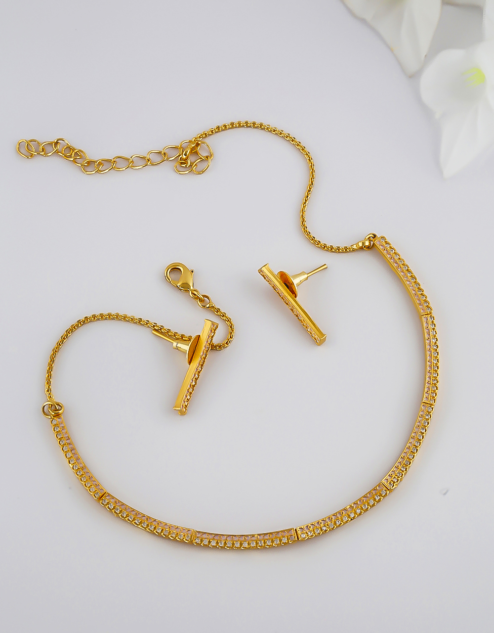 Gold Finish Simple Necklace For Girls Trendy