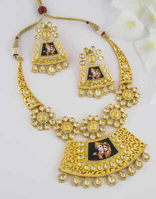 Matte Gold Finish Kundan Necklace For Girls