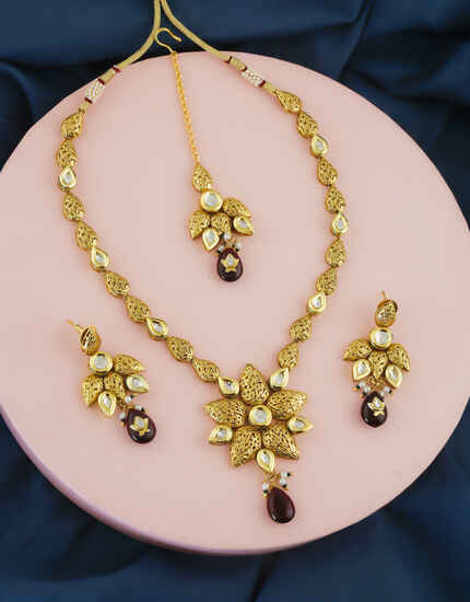 Gold Finish Floral Design Kundan Necklace For Women