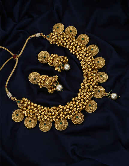 Round Shape Design With Matte Gold Finish Necklace With Pair Earring For Women