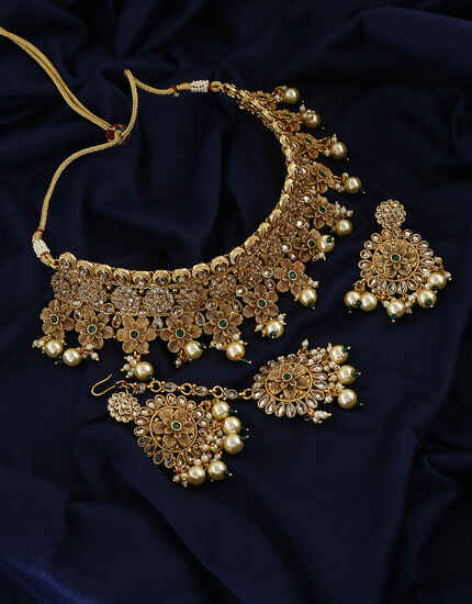 Floral Design And Decorated With Pearl Necklace With Pair Earring For Women