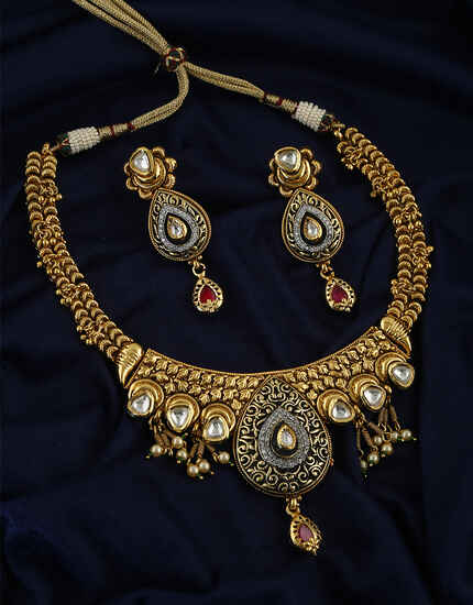 Design With Matte Gold Finish Necklace With Pair Earring For Women