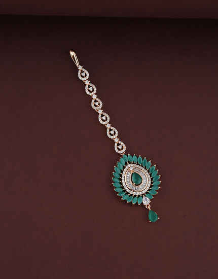 Round Design Studded With Green Stone  And Diamond Maang Tikka  For Women