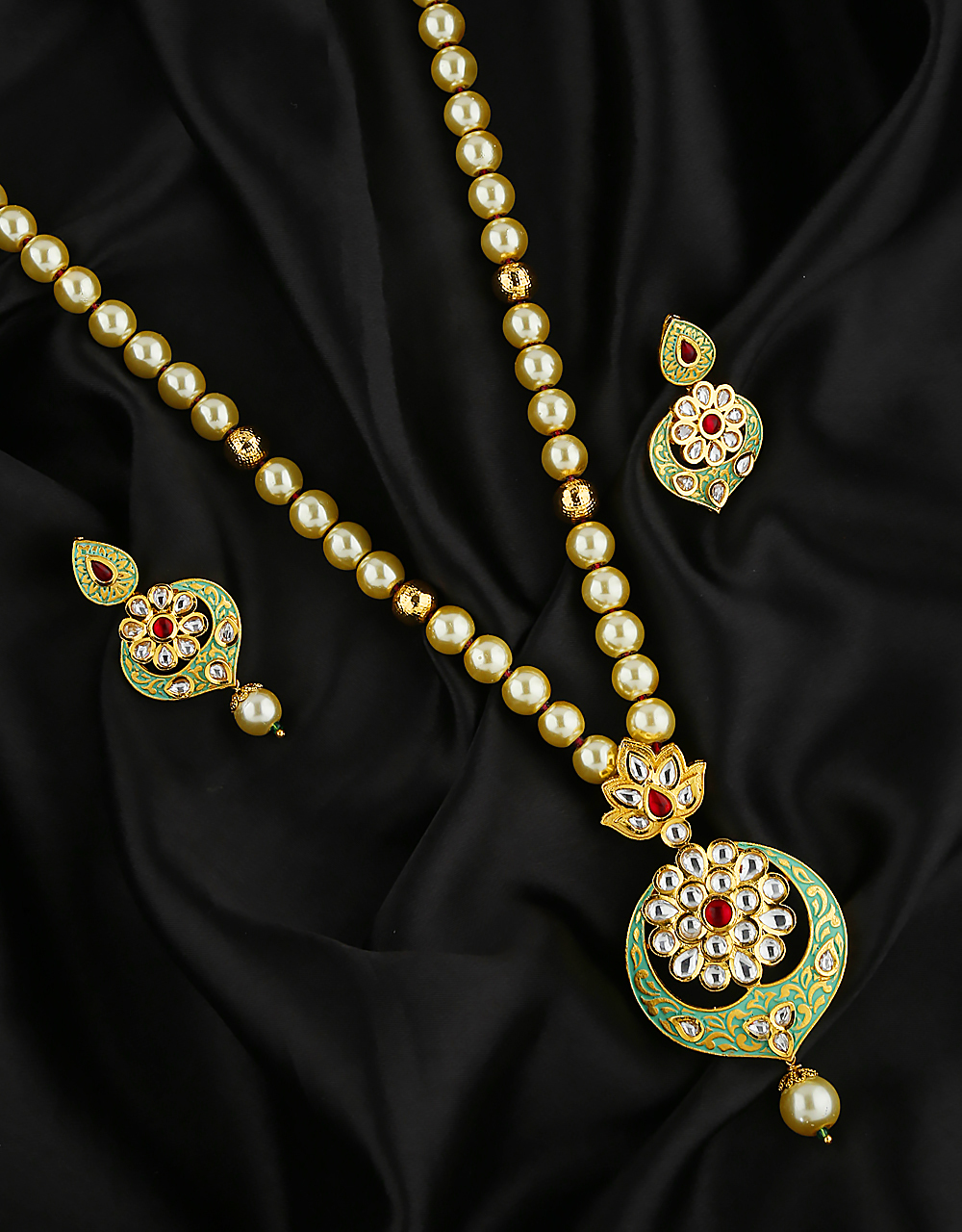 Ethnic Design Matte Green Colour Kundan Studded Pendant Set For Women