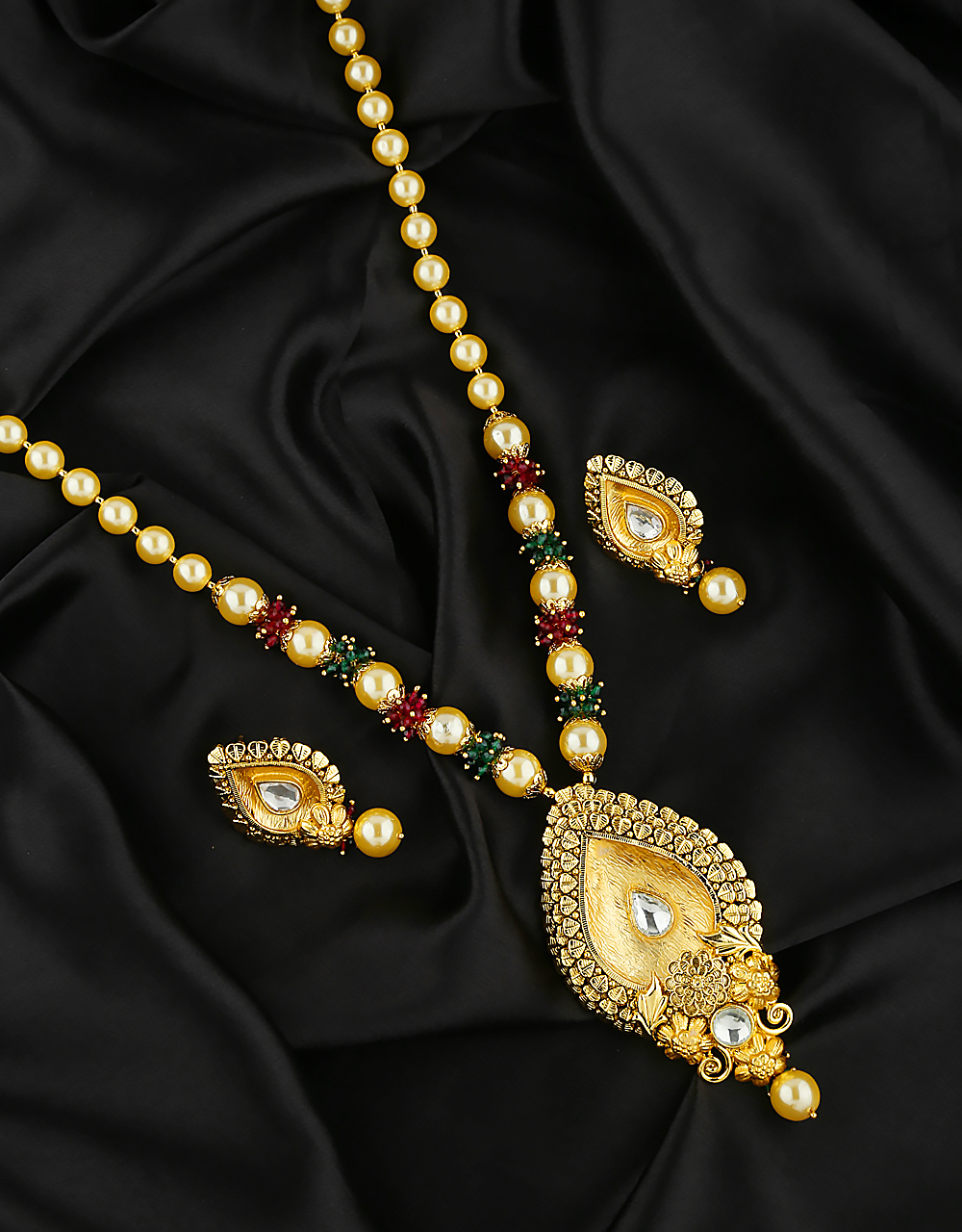Beautiful Design Decked with Pearl Pendant for Women