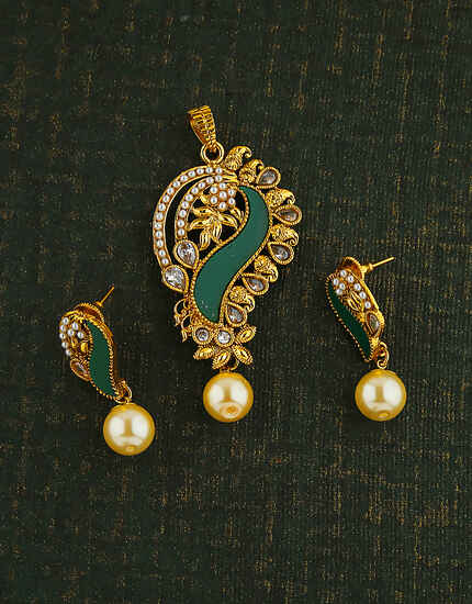 FANCY DESIGN GREEN COLOUR PENDANT FOR WOMEN