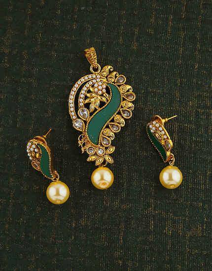 FANCY DESIGN GREEN COLOUR PENDANT FOR WOMEN