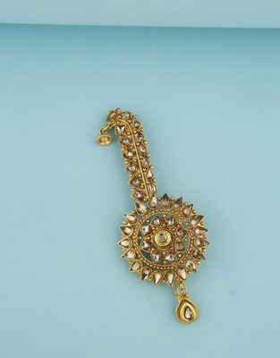 Classy Golden Studded Stones Feta Brooch.