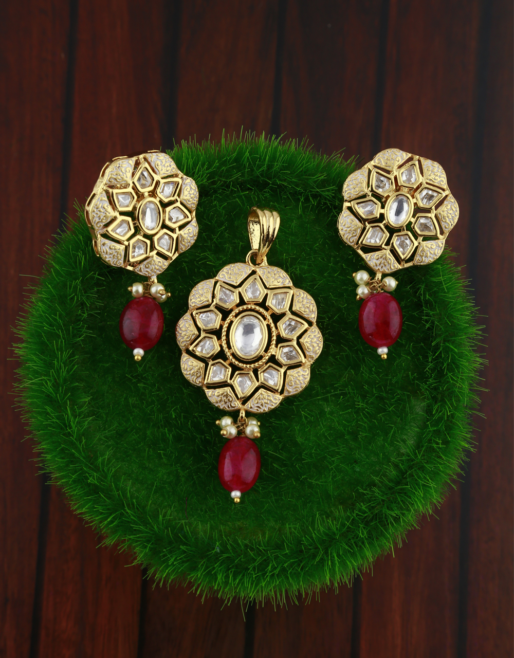 Golden finish white kundan studded with red stone droplet pendant set with earring