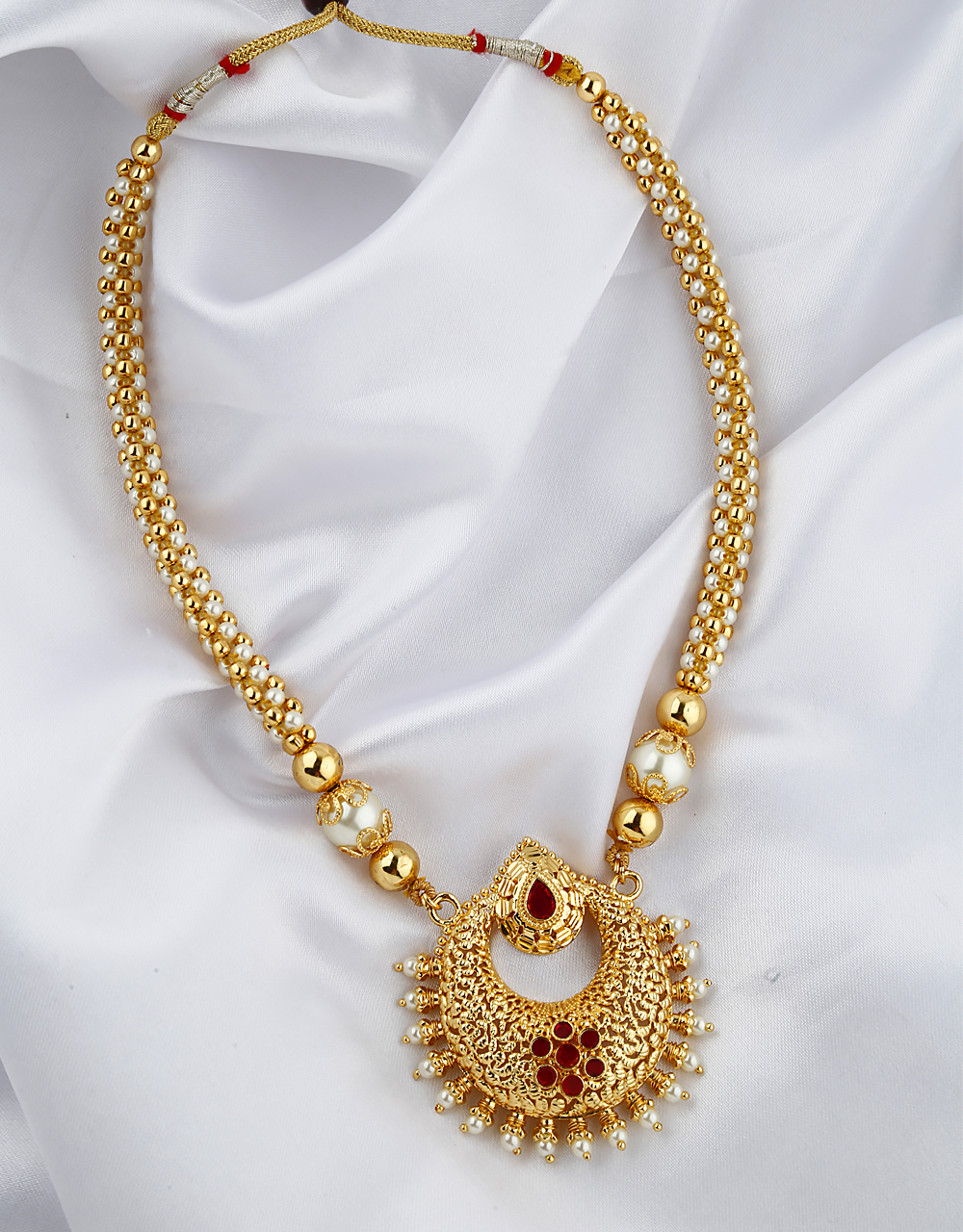 Fancy golden finish with pearl and golden beads studded thushi