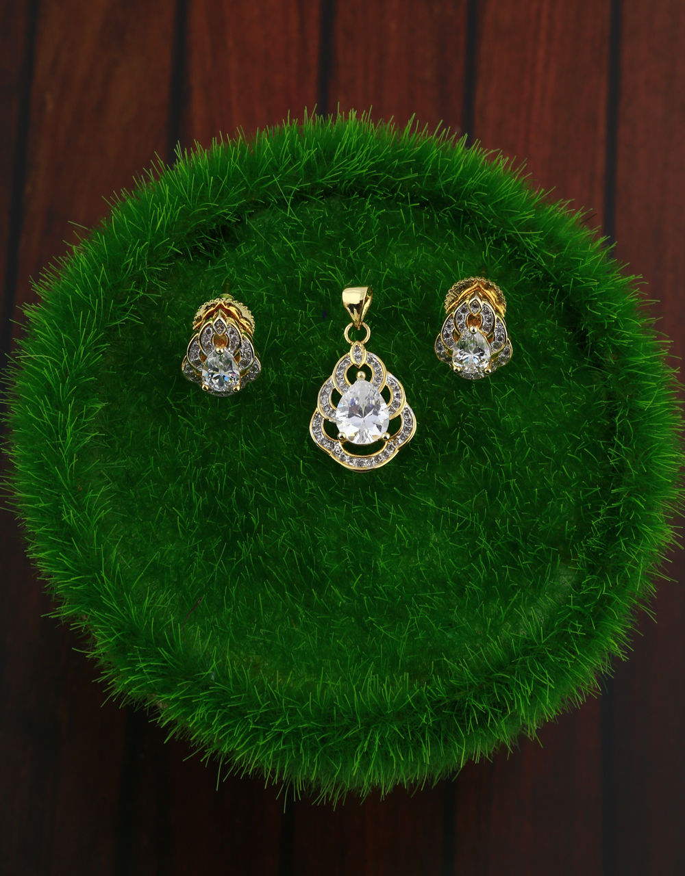 American diamond studded gold-plated pendant set with earrings pair
