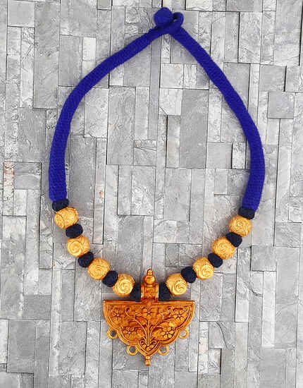 Adorable Blue Colour Handmade Geru Polish Thread Necklace for Women/Girls
