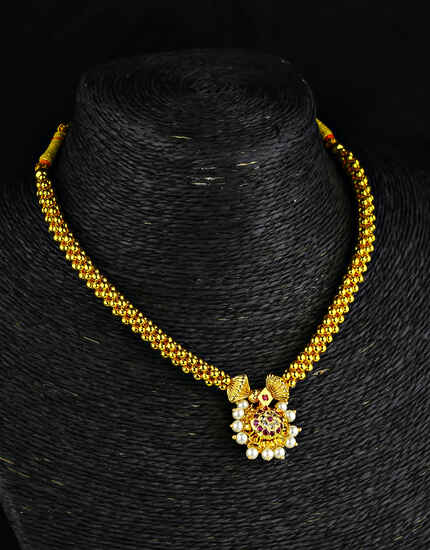Gold Finish Round Pendant Adorable Thushi Necklace for Women