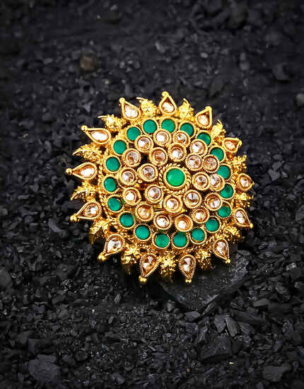 Round Shape Green Colour Beautiful Finger Ring Embedded with Sparkling Stone