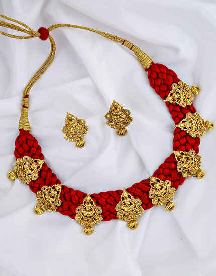 Fashionable Golden Finish Temple Design Traditional Necklace