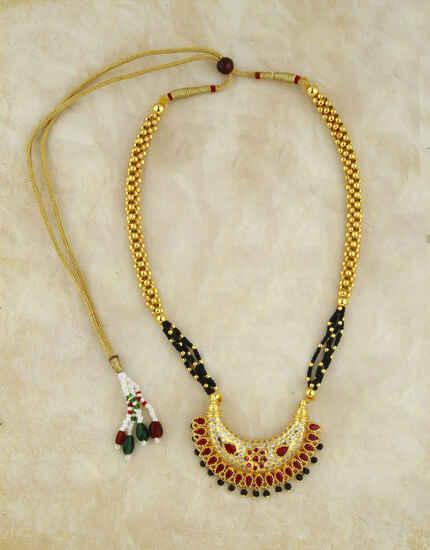 Adorable Chandrakor Pendant Thushi Necklace for Women