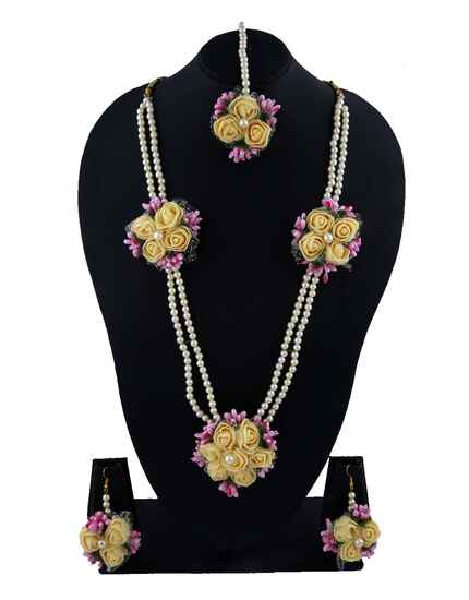 Exclusive Yellow Colour Flower Jewellery Set For Mehendi