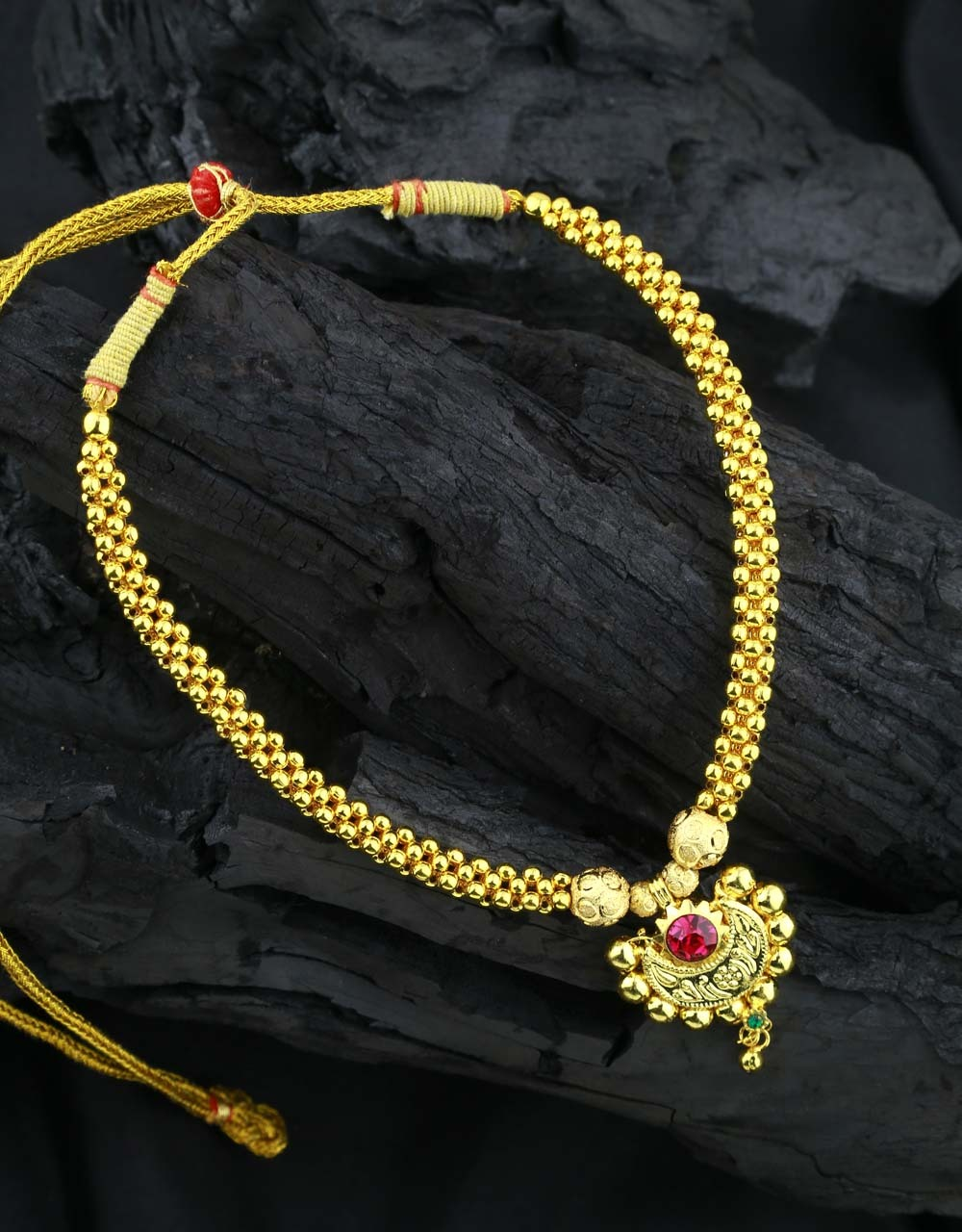 Beautiful Golden Finished Adorable Thushi Necklace with Chandrakor Pendant