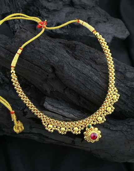 Fancy Golden Finished Adorable Thushi Necklace for Women