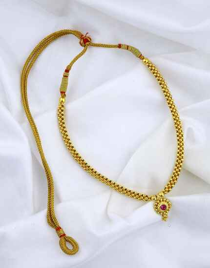 Delicate Golden Finished Appealing Thushi Necklace for Women
