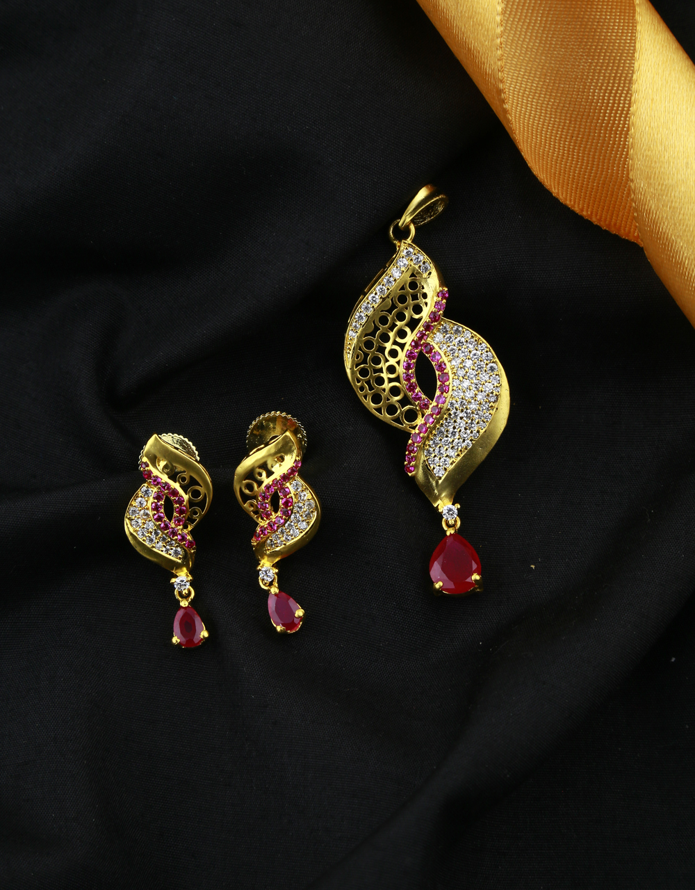 Pink Colour Adorable Traditional Penant Set For Women