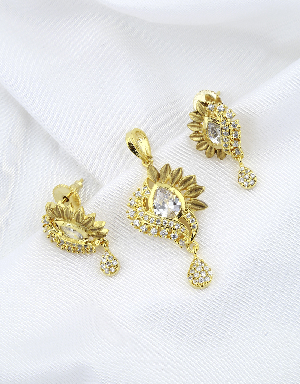 Antique Golden Finish Styled With Diamond Trendy Pendant Set For Women