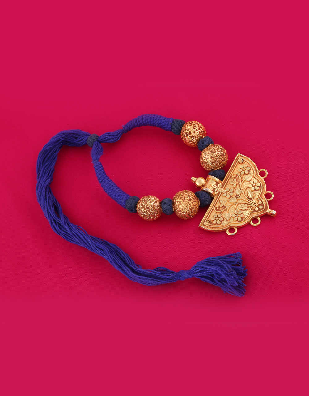 Blue Colour Gold Finish Styled With Floral Design Peandant Beads Necklace