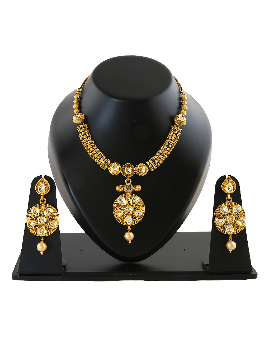 Gold Finish Fashionable Necklace Jewellery Set