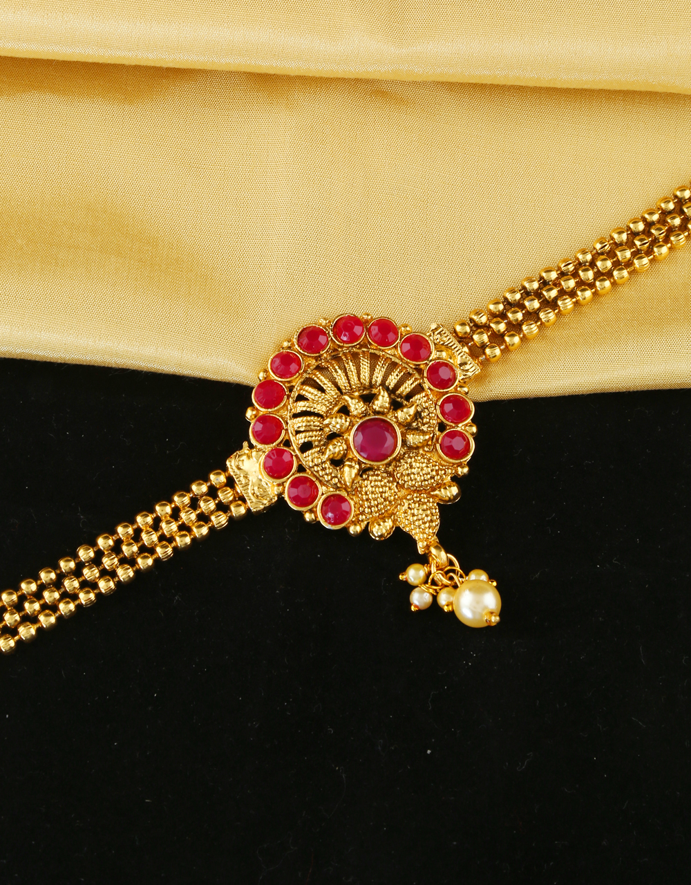 Red Colour Gold Finish Adorable Bajuband