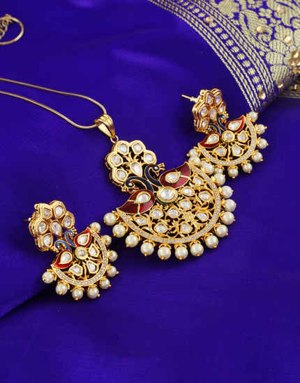 Gold Finish Antique Design Pearls Styled Kundan Pendent Set
