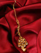 Simple Floral Design Gold Finish Mang Hair Tika Jewellery