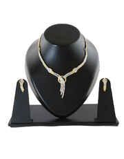 Gold Finish Fashionable Wedding Necklace