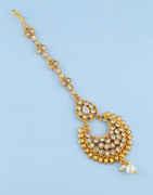 Simple Gold Finish Mang Tika Studded With Stones Fancy Tikka