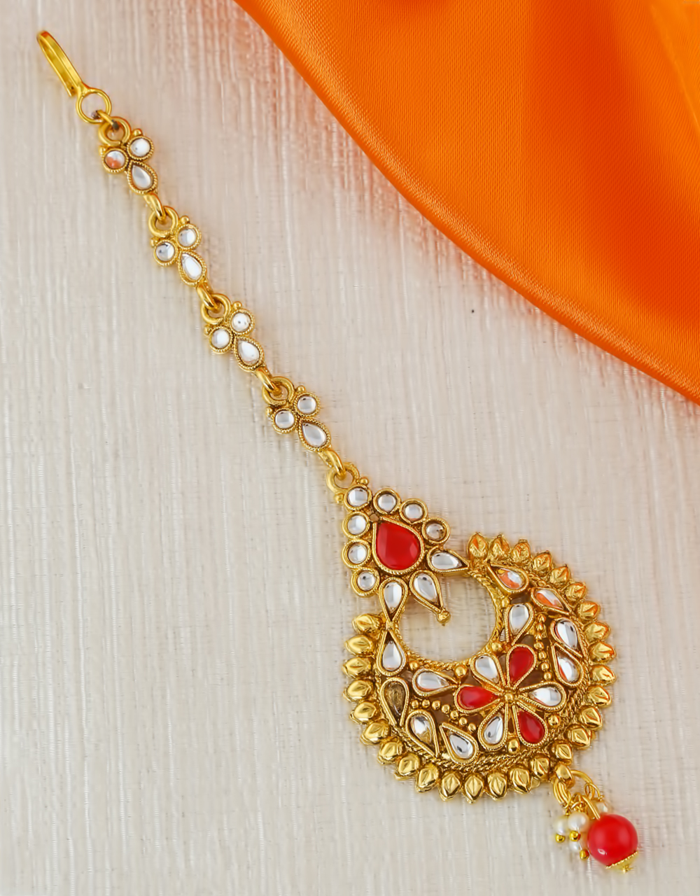 Red Colour Gold Finish Fancy Mang Tikka For Wedding