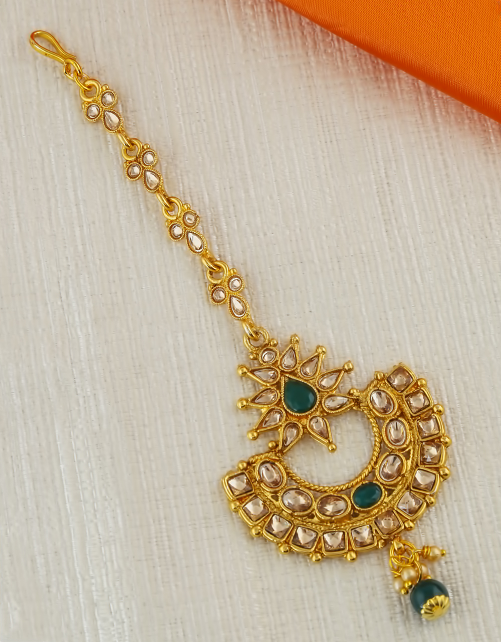 Green Colour Gold Finish Floral Mang Tikka Accessories
