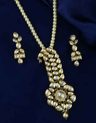 Fashionable Gold Finish Moti Styled Kundan Pendant Brooch Set