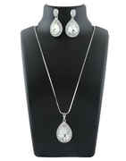 Silver Finish Stunning Pendant Jewellery Set For Party Wear