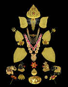 Fashionable Gold Finish Ganapati Chatra For Ganesha Occasion
