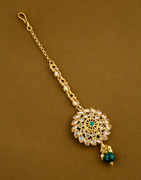 Green Colour Gold Finish Floral Design Tradtional Mang Tikka Jewellery