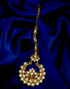 Very Classy Gold Finish Fancy Mang Tika Jewellery