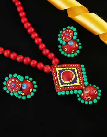 Red Colour Unique Design Necklace Pendant Set